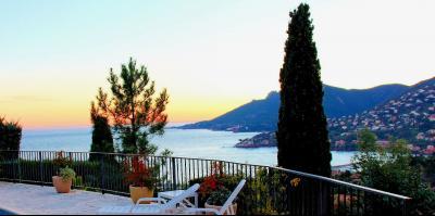 Villa (180m2) avec piscine et vue mer panoramique, proche plages, jardin 1500m2, exposition sud, panorama