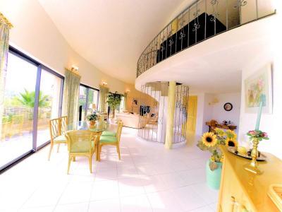 Villa (180m2) avec piscine et vue mer panoramique, proche plages, jardin 1500m2, exposition sud, salon-salle a manger