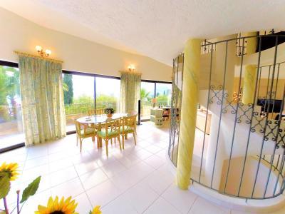 Villa (180m2) avec piscine et vue mer panoramique, proche plages, jardin 1500m2, exposition sud, salle a manger