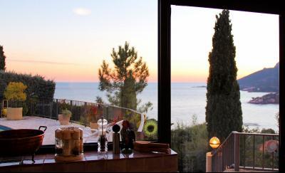 Villa (180m2) avec piscine et vue mer panoramique, proche plages, jardin 1500m2, exposition sud, cuisine