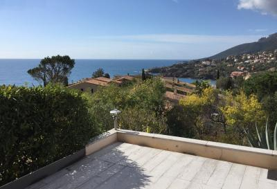 Théoule Miramar (06 Alpes Maritimes), maison jumelée, vue mer, terrasse 20m2 sud ouest, garage, cuisine