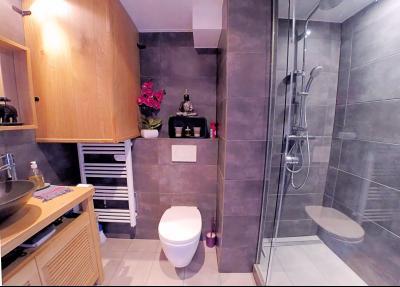 Théoule sur Mer (06 Alpes Maritimes), à vendre magnifique appartement rénové avec vue mer, parking., salle d