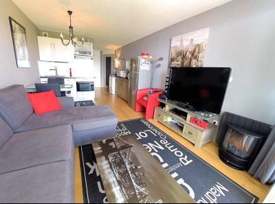 Théoule sur Mer (06 Alpes Maritimes), à vendre magnifique appartement rénové avec vue mer, parking., séjour
