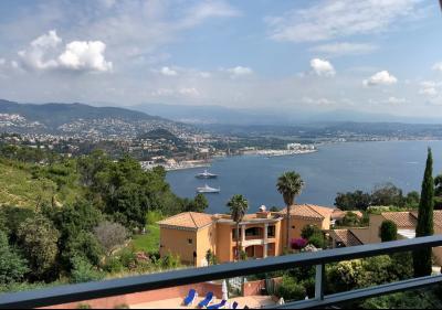 Théoule sur Mer (06 Alpes Maritimes), à vendre magnifique appartement rénové avec vue mer, parking., terrasse