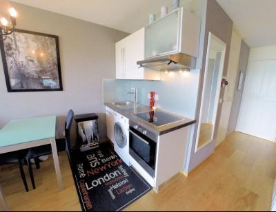 Théoule sur Mer (06 Alpes Maritimes), à vendre magnifique appartement rénové avec vue mer, parking., coin cuisine