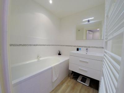 Théoule sur Mer (06), à vendre appartement contemporain, avec vue mer, terrasse, parking, cave, salle de bains
