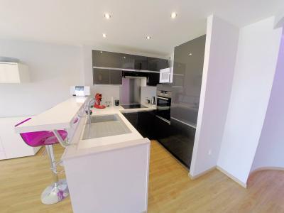 Théoule sur Mer (06), à vendre appartement contemporain, avec vue mer, terrasse, parking, cave, cuisine équipée