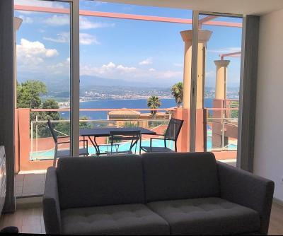 Théoule sur Mer (06), à vendre appartement contemporain, avec vue mer, terrasse, parking, cave, salon-séjour