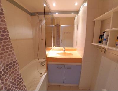 Théoule sur Mer (06 Alpes Maritimes), à vendre appartement vue mer, terrasse 12m2, parking., salle de bains