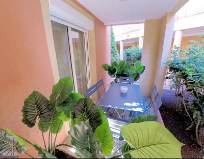 Théoule sur Mer (Alpes Maritimes), à vendre appartement rénové 38m2, terrasse, aperçu  mer, parking., terrasse chambre