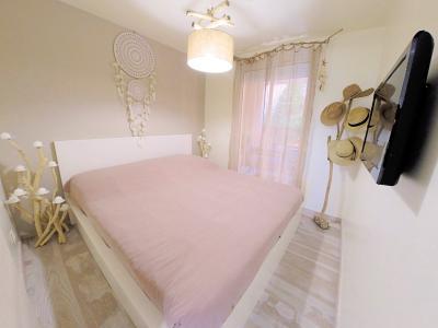 Théoule sur Mer (Alpes Maritimes), à vendre appartement rénové 38m2, terrasse, aperçu  mer, parking., chambre