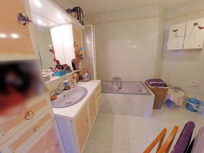 Le Cannet (06 Alpes Maritimes) vends appartement 4 pieces, 82m2, parking + garage, secteur Perier., salle de bains
