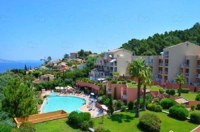 Théoule sur Mer (Alpes Maritimes), à vendre appartement vue mer, terrasse, grand garage box, résidence