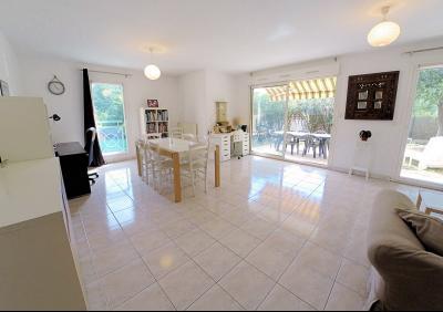 Cannes (Alpes Maritimes) à vendre villa 114 m², 4 chambres, jardin 110m2, garage, secteur Petit Juas, séjour