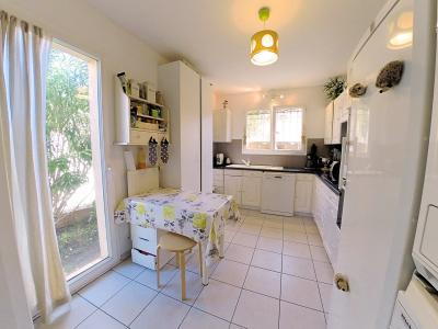 Cannes (Alpes Maritimes) à vendre villa 114 m², 4 chambres, jardin 110m2, garage, secteur Petit Juas, cuisine