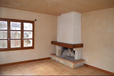Orgelet, Grande Maison à rénover 300 m² + dépendances sur 2850 m² terrain. Prix négociable., salon