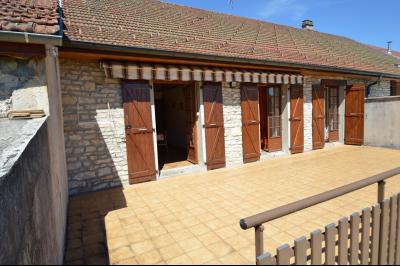 Thoiria, Proche Clairvaux les lacs, très agréable maison de village 3 chambres et 1700 m² terrain., terrasse 40 m²