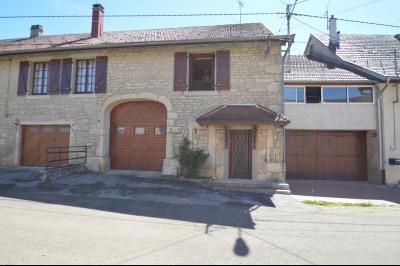 Thoiria, Proche Clairvaux les lacs, très agréable maison de village 3 chambres et 1700 m² terrain., coté rue