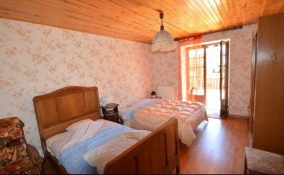 Thoiria, Proche Clairvaux les lacs, très agréable maison de village 3 chambres et 1700 m² terrain., chambre 16.5 m² ouverte sur terrasse