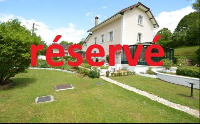 Proche Orgelet, Propriété de charme 200 m² habitables, 4 chambres et 3 salle de bain, sur 2765 m².,