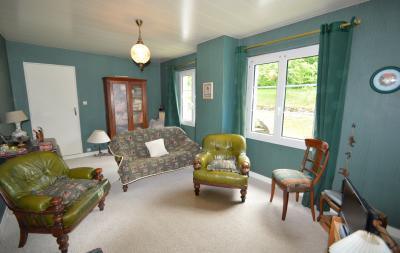 Proche Orgelet, Propriété de charme 200 m² habitables, 4 chambres et 3 salle de bain, sur 2765 m²., Salon tv 18 m²