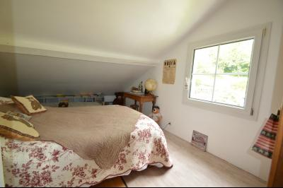 Proche Orgelet, Propriété de charme 200 m² habitables, 4 chambres et 3 salle de bain, sur 2765 m²., chambre 8 m² + sous pentes