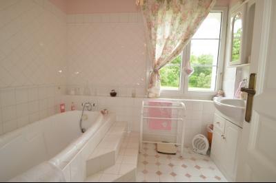 Proche Orgelet, Propriété de charme 200 m² habitables, 4 chambres et 3 salle de bain, sur 2765 m²., salle de bain et wc
