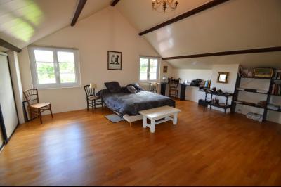Proche Orgelet, Propriété de charme 200 m² habitables, 4 chambres et 3 salle de bain, sur 2765 m²., chambre 33 m²