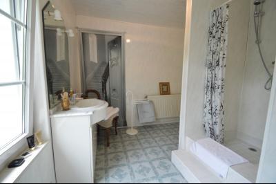 Proche Orgelet, Propriété de charme 200 m² habitables, 4 chambres et 3 salle de bain, sur 2765 m²., salle de douche et wc