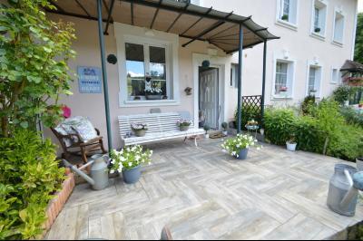 Proche Orgelet, Propriété de charme 200 m² habitables, 4 chambres et 3 salle de bain, sur 2765 m²., Terrasse coté cuisine