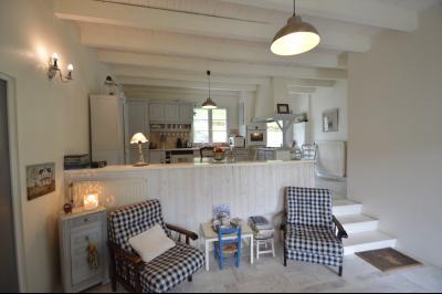 Proche Orgelet, Propriété de charme 200 m² habitables, 4 chambres et 3 salle de bain, sur 2765 m²., Cuisine et salon 33 m²