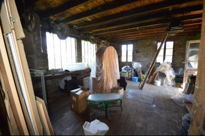 Proche Clairvaux les lacs, maison 85 m² en bon état avec 3 chambres et un garage/atelier., L