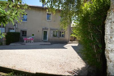 Proche Clairvaux les lacs, maison 85 m² en bon état avec 3 chambres et un garage/atelier., Maison au bout de l