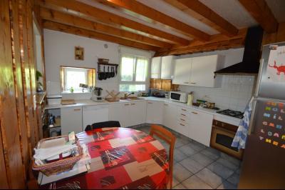 Proche Clairvaux les lacs, maison 85 m² en bon état avec 3 chambres et un garage/atelier., Cuisine