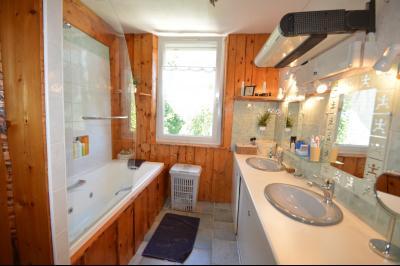 Proche Clairvaux les lacs, maison 85 m² en bon état avec 3 chambres et un garage/atelier., Salle de bain
