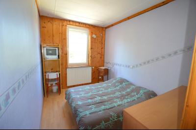Proche Clairvaux les lacs, maison 85 m² en bon état avec 3 chambres et un garage/atelier., Chambre 9 m²