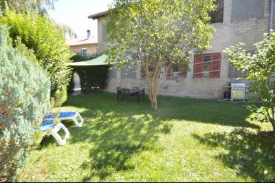 Proche Clairvaux les lacs, maison 85 m² en bon état avec 3 chambres et un garage/atelier., Jardin