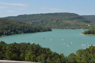 Jura, Région des lacs. Rare ! Propriété équestre 4 ha site idyllique, proche lac de Vouglans., Lac de Vouglans