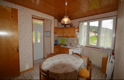 ETIVAL, entre Clairvaux les lacs et Haut Jura, maison actuellement 2 gîtes sur un ancien atelier., Cuisine accès terrasse
