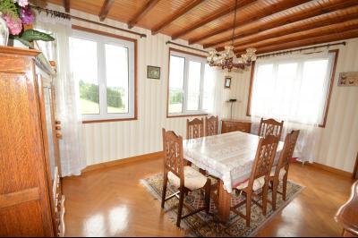 ETIVAL, entre Clairvaux les lacs et Haut Jura, maison actuellement 2 gîtes sur un ancien atelier., Séjour grande gîte
