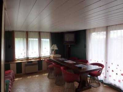 Jura, Région des lacs. Un beau Chalet 175 m², avec une superbe vue, un spa et chalet locatif 35 m²., Salon séjour chalet locative