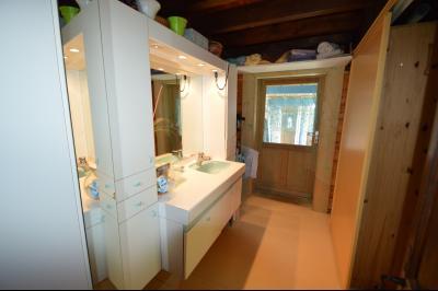 Jura, Région des lacs. Un beau Chalet 175 m², avec une superbe vue, un spa et chalet locatif 35 m²., s de bain avec baignoire et wc)