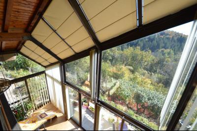 Jura, Région des lacs. Un beau Chalet 175 m², avec une superbe vue, un spa et chalet locatif 35 m²., Vue de la mezzanine
