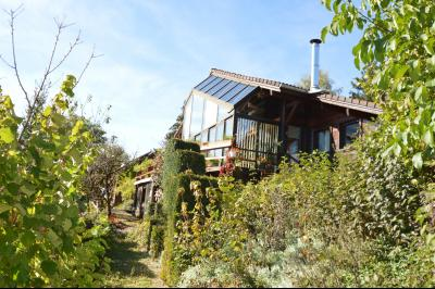 Jura, Région des lacs. Un beau Chalet 175 m², avec une superbe vue, un spa et chalet locatif 35 m²., La maison vue imprenable