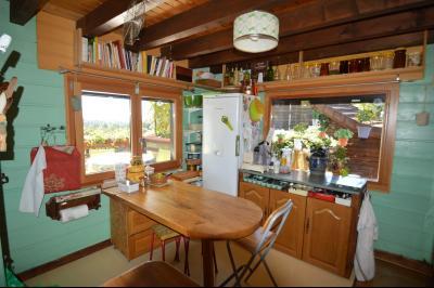 Jura, Région des lacs. Un beau Chalet 175 m², avec une superbe vue, un spa et chalet locatif 35 m²., Cuisine équipée