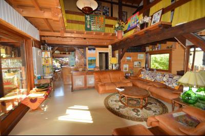 Jura, Région des lacs. Un beau Chalet 175 m², avec une superbe vue, un spa et chalet locatif 35 m²., salon très lumineux