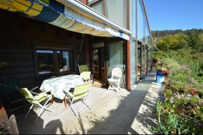 Jura, Région des lacs. Un beau Chalet 175 m², avec une superbe vue, un spa et chalet locatif 35 m²., Terrasse