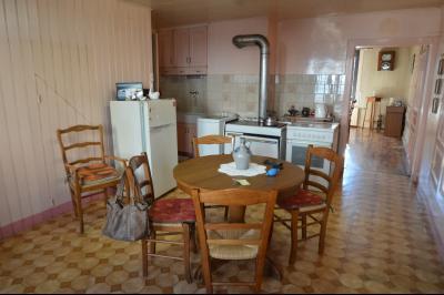 Clairvaux les lacs à 2 min, maison 102 m² habitables avec 3 chambres et terrain clos de 440 m²., Cuisine