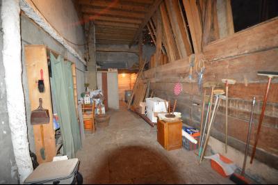 Clairvaux les lacs à 2 min, maison 102 m² habitables avec 3 chambres et terrain clos de 440 m²., Grange