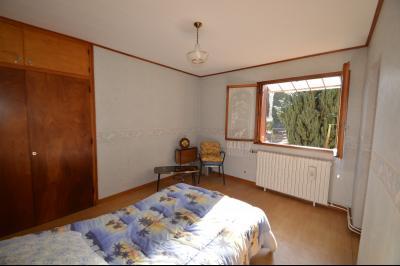 Clairvaux les lacs à 2 min, maison 102 m² habitables avec 3 chambres et terrain clos de 440 m²., chambre plain pied 13 m²